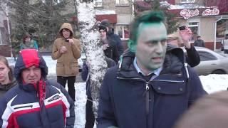 Отряды путина атакуют Навального. Все это Дико например...