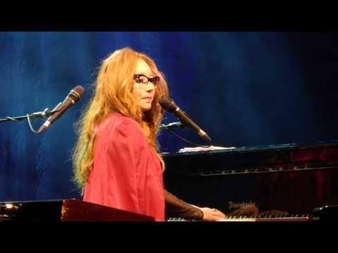 Beauty Queen / Horses - Tori Amos - Helsinki, Finland - June 9, 2015