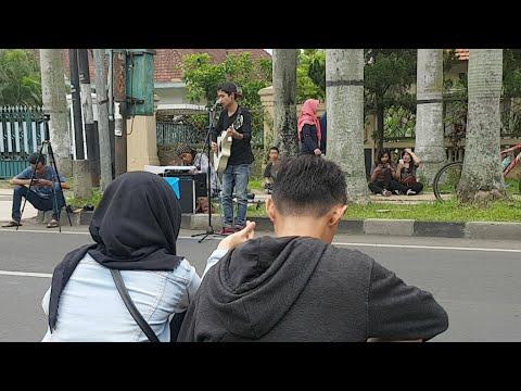 Live Music Sabian Nanda Pengamen CFD Malang