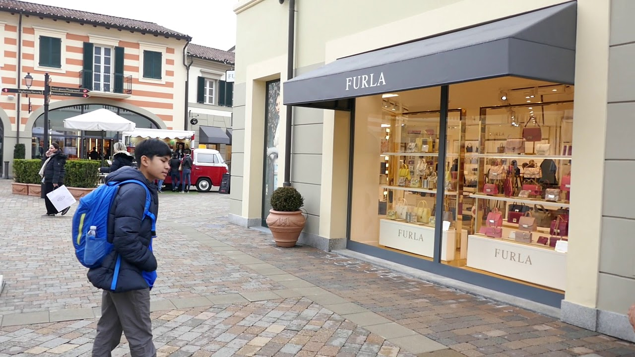 Milan serravalle outlet mall youtube for Milan outlet shopping
