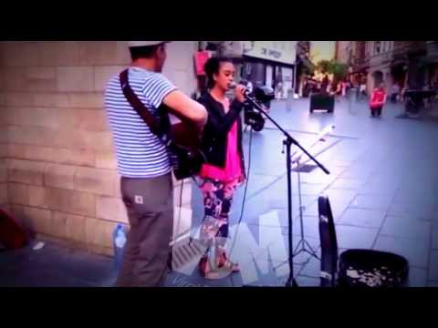 Amazing voice Cranberries-Zombie (cover street singers and Indonesian visitors to other countries)