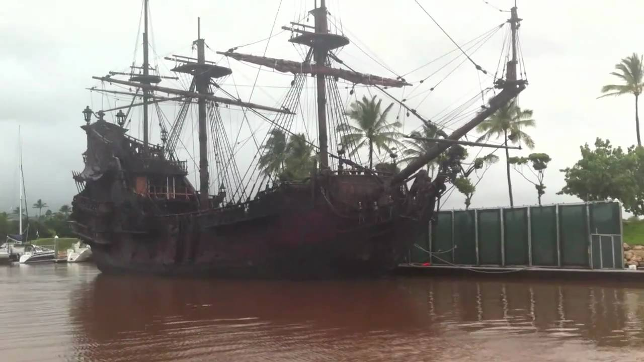 Jack Sparrow's boat: The Black Pearl in Hawaii - YouTube