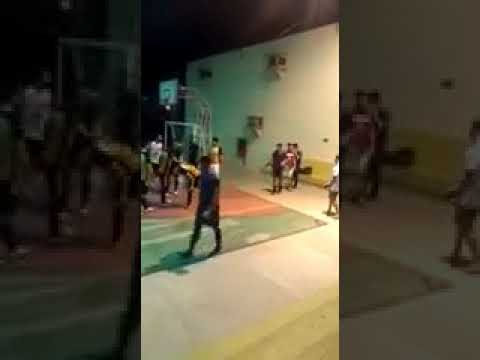 VÍDEO | Estudante ataca árbitra por receber cartão vermelho
