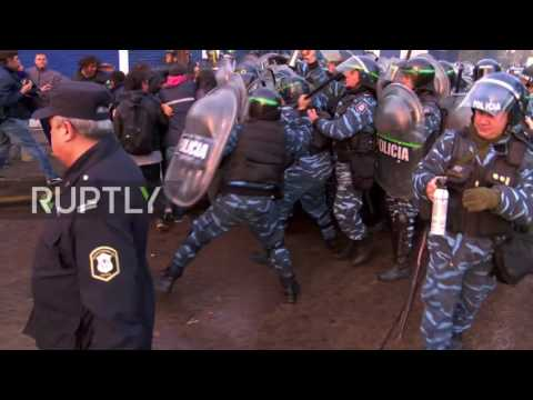 Argentina: Clashes erupt as police try to evict former workers at PepsiCo plant