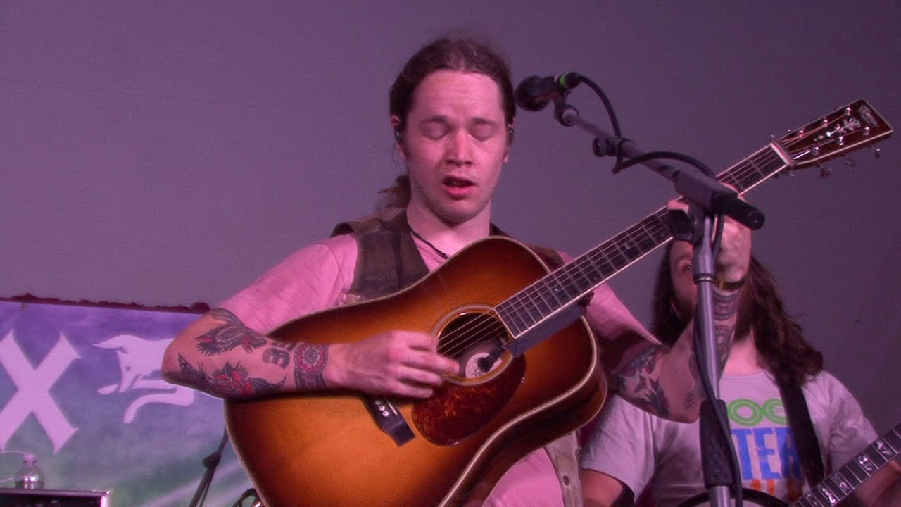 """Billy Strings performs Tony Rice's """"Tipper"""" Grey Fox 2019"""
