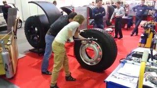 Монтаж, демонтаж, грузовой шины.(Девушка монтирует грузовое колесо!, 2016-02-25T11:41:03.000Z)