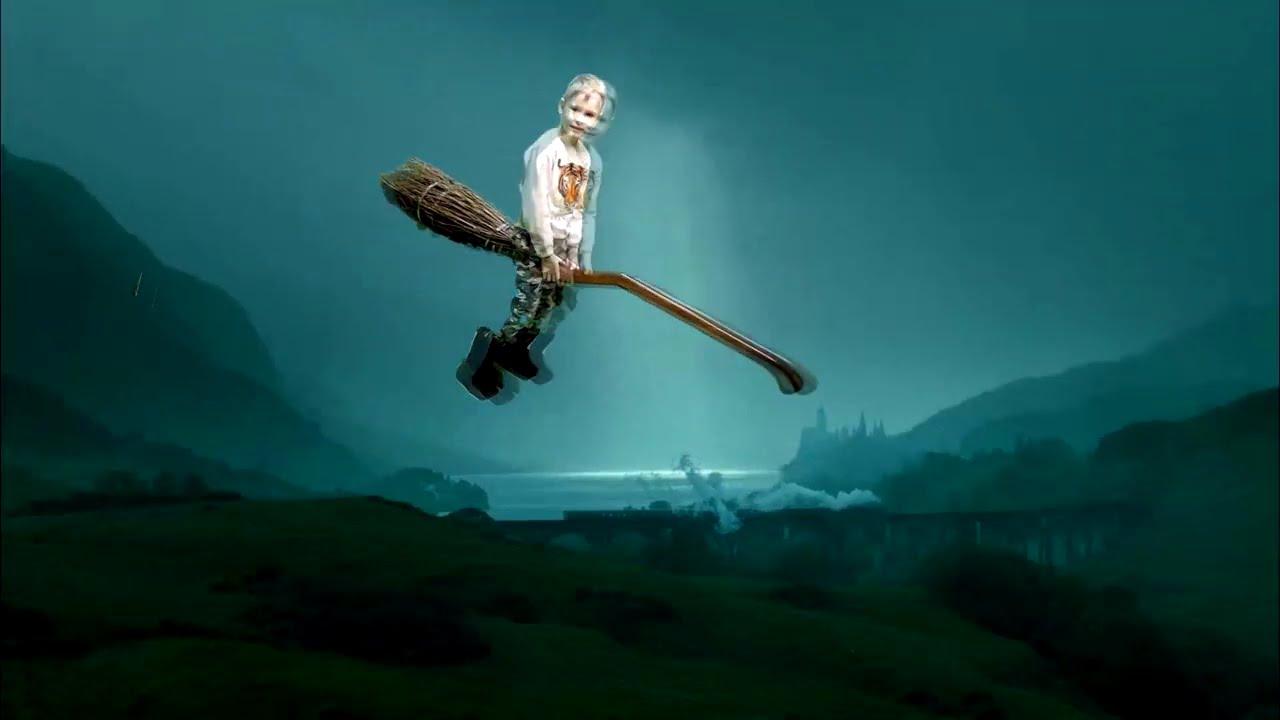 Макс как Гарри Поттер летает на метле и смотрит волшебство! Видео для детей.