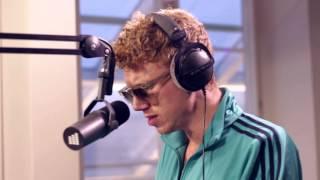 Erik Hassle - Smaller (Live @ East FM)