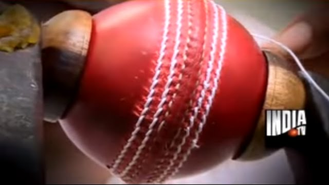 how to hold a cricket ball