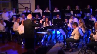 Willy Hautvast dirigeert zijn eigen compositie Sinfonia Italiana