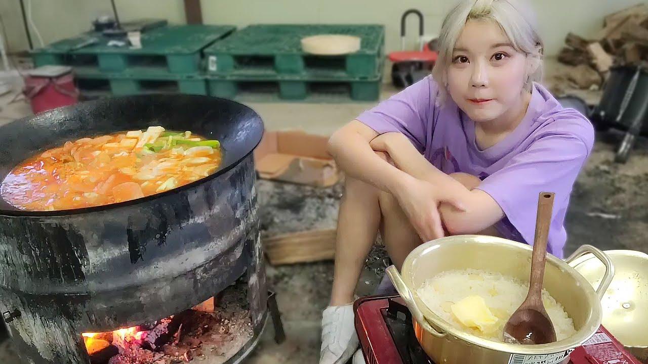SUB)솥뚜껑 부대찌개 먹방 MUKBANG