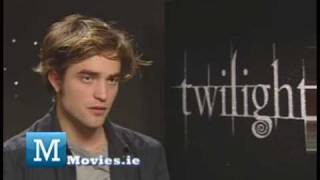 Robert Pattinson FUN Interview with TWILIGHT Breaking Dawn star Edward Cullen