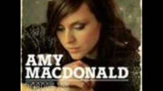 Amy Macdonald - Footballer's Wife (lyrics)