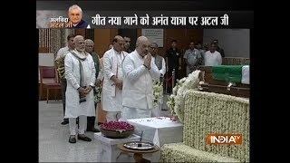 Mortal remains of former PM Atal Bihari Vajpayee brought to BJP HQ, top leaders pay last respect