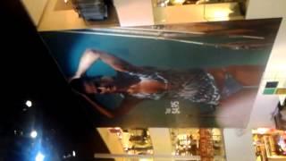 h&m store atrium 5th ave
