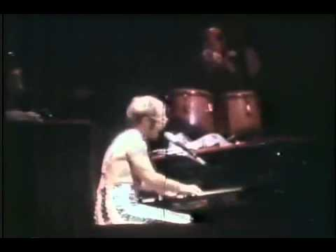 Thanksgiving 1974 Elton John  John Lennon  Madison Square Garden NYC.wmv