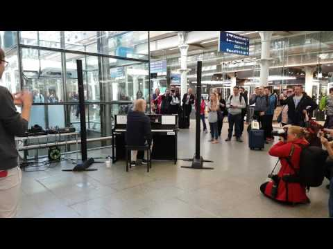 Bill Bailey - Playing Piano at St Pancras Station