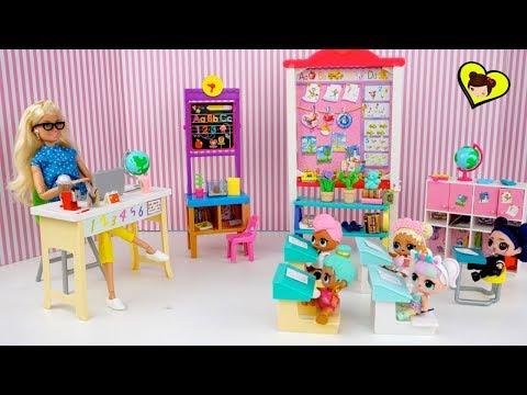 La Profesora Barbie se Molesta con La Bebe LOL Suprise en la Escuelita