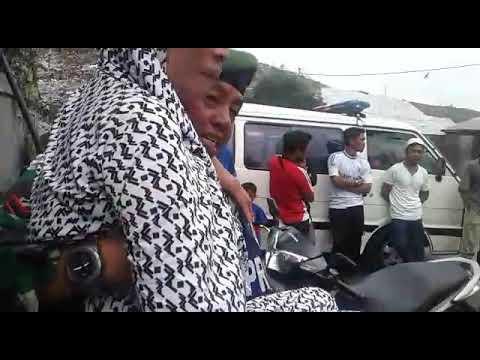 Anggota TNI Kodim Depok gendong warga kena stroke utk dpt sembako dan pengobatan gratis di hut IKAL