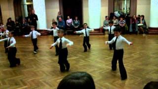 Бальные танцы 2 год обучения 14.11.2013 конкурс на открытом уроке медленный вальс