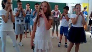 Anya - A u što je škola zgodna (2015)