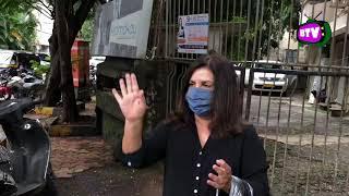 Farah Khan Gives Mask To Papar…
