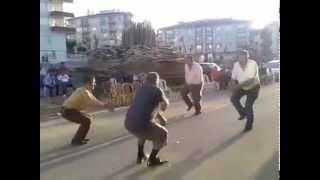 Oyun Havası Oynayan Dayılar...Angara'da İzlenme Rekorları Kıran Dayılar...