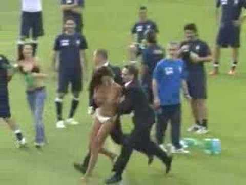 Una Venezolana En Bikini Irrumpe El Futbol Italiano