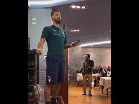 """Download Il """"battesimo"""" canoro di Ciccio Caputo in nazionale"""
