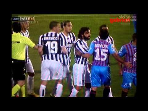 Catania Juventus 0 1 - Chiellini manata a Barrientos quasi rissa