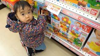 クリスマスプレゼントを見にトイザラスに行ってきました〜   たくさんのおもちゃに、ゆねちゃん目を輝かせてました   このチャンネルはゆねここママが運営するチャンネルです。