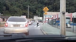 Dirigindo no trânsito lento (explicações)