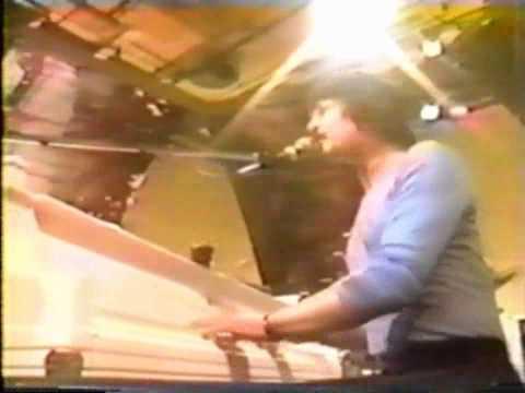 Burton Cummings - Your Back Yard (LIVE)