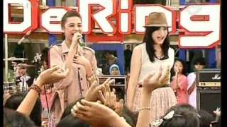 "The Sister ""Kusedang Jatuh Cinta"",performed at Derings (22/04)(Courtesy TransTV)"