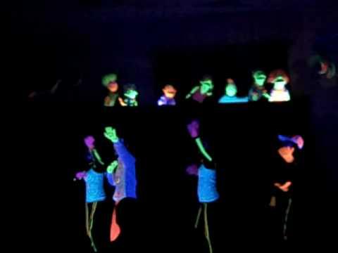 Video drama de ninos con luces de neon youtube - Luces de neon ...
