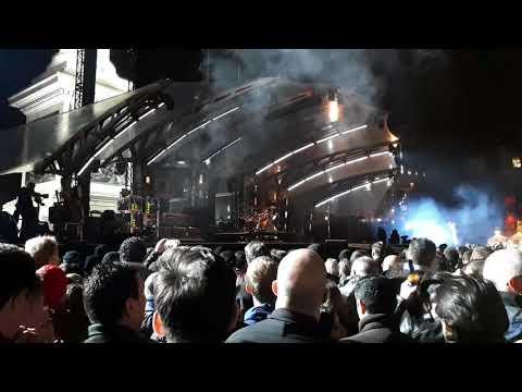 U2 - People Have The Power (Intro) & Sunday Bloody Sunday (Trafalgar Square, London 11.11.17)