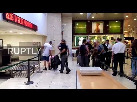 Spain: Podemos' Iglesias heckled by nationalist protesters at Barcelona station