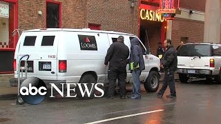 Video Index: Man Pulls Off Armored Truck Heist Outside a Detroit Casino With No Weapons download MP3, 3GP, MP4, WEBM, AVI, FLV Oktober 2017