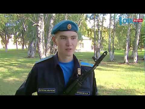 В училище штурманов 400 курсантов приняли присягу