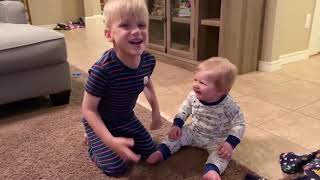 Siblings Baby Video 😛 😜 😝 Funniest Siblings Baby Fails Moments 👉🏽 Funny Baby Video🧸