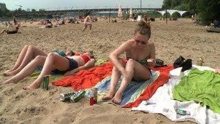 إقبال كبير على شواطئ وارسو الطبيعية هذا الصيف