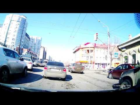 Перекрёсток ул Цюрупы и ул Коммунистическая - притёрлись три машины г. Уфа