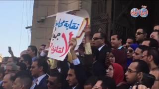 أخبار اليوم | وقفة احتجاجية للمحامين أمام دار القضاء لرفض