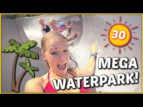 iN WATERPARK BLOEDHETE ZOMERDAG OVERLEVEN 🌞💦   Bellinga Familie Vloggers #1410