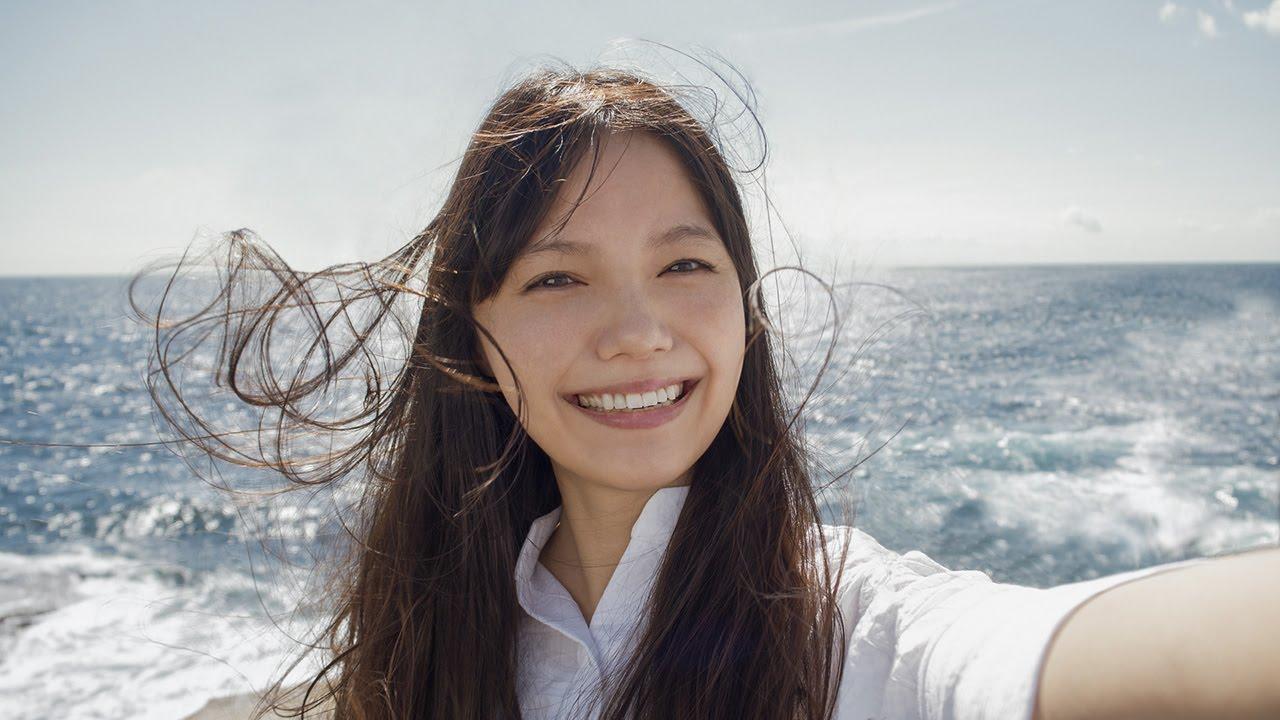 宮崎あおいの\u201cセルフィー\u201dが美しすぎる オリンパス新CM「私の写真は、私の今だ。 海に着く」編 , YouTube
