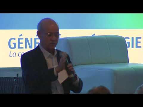 Jeremy Rifkin prononce un discours lors du forum Génération Énergie