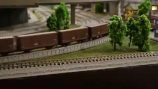 EF15の牽く、とび色の貨車たちです。