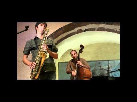 "Penny & The Swingin΄ Cats ""καραμέλα"" live at Megaro Gyzi Festival 2011.wmv"