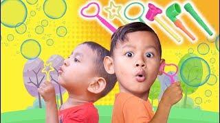 Bermain Dengan 7 Alat Gelembung Sabun Besar, Bentuknya Lucu dan Unik | Playing Bubbles