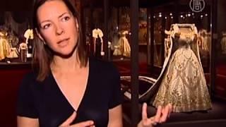 Платье королевы на коронацию показали в Лондоне (новости)